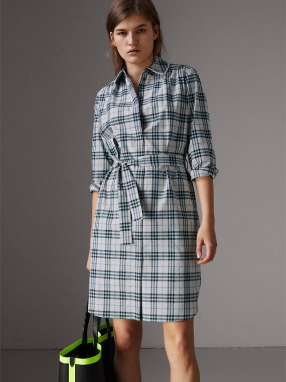 Vestido estilo camisa de algodão com estampa xadrez e detalhe de renda (Areia Claro)