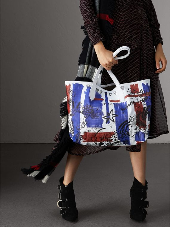 The Medium Doodle Tote in wendbarem Design (Weiss) | Burberry - cell image 2