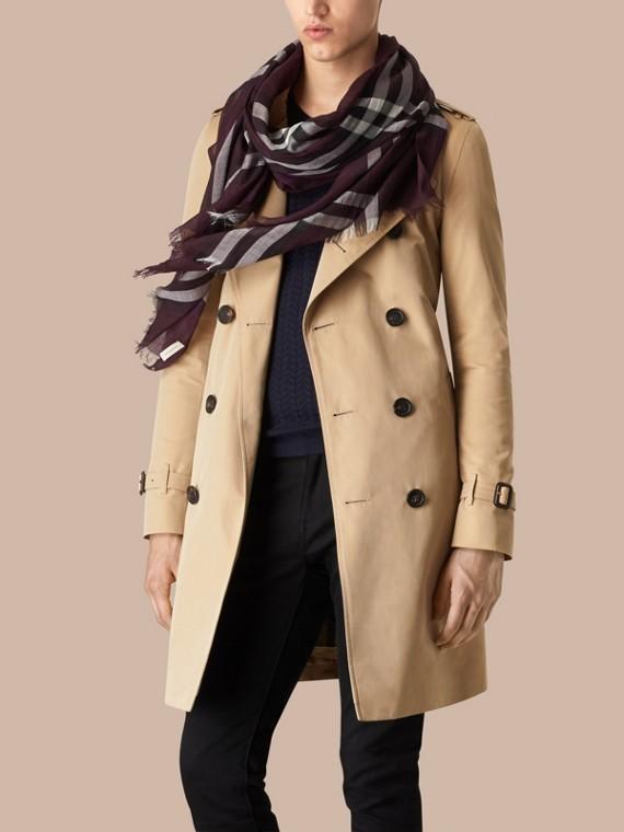 Xadrez berinjela Cachecol leve de seda e lã com padrão xadrez Berinjela - cell image 3