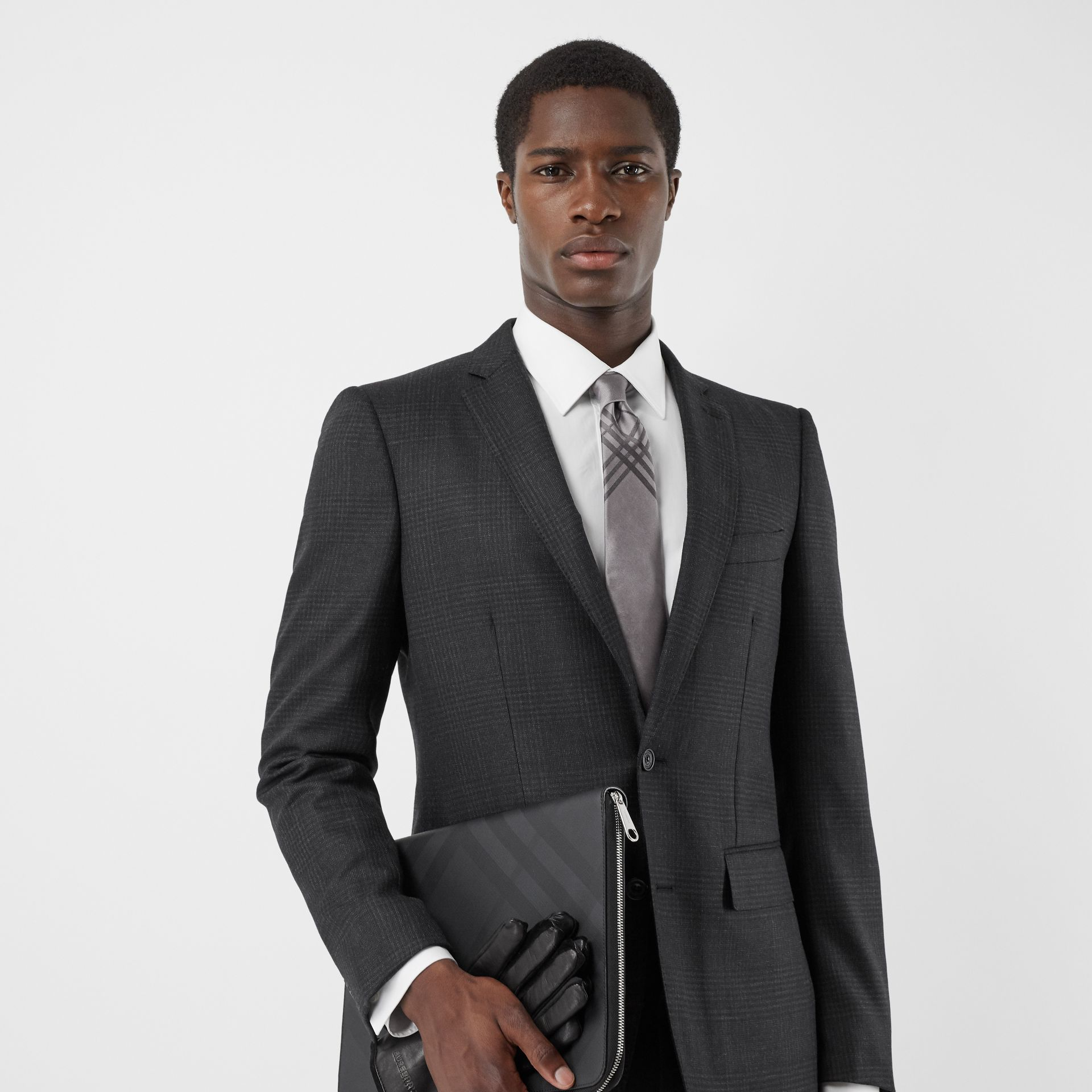 Classic Cut Check Silk Jacquard Tie in Storm Grey - Men | Burberry Hong Kong S.A.R - gallery image 2