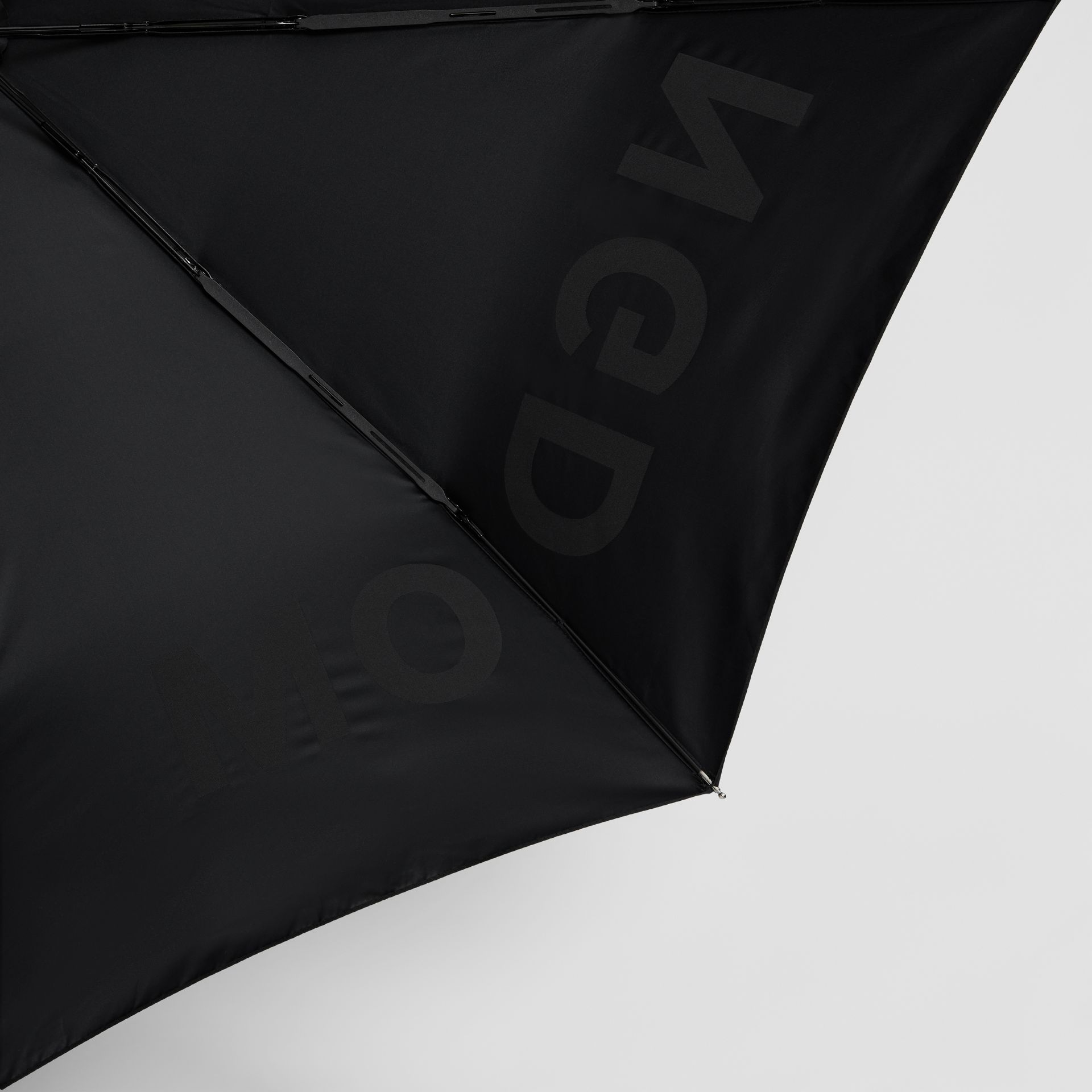 Kingdom Print Folding Umbrella in Black | Burberry United States - gallery image 1