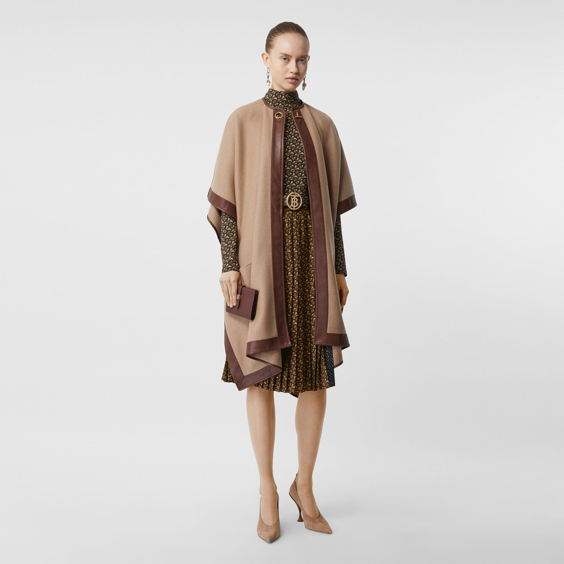Falda plisada en crepé con estampado de rayas y monogramas (Moca Oscuro) - Mujer | Burberry - imagen de la galería 5
