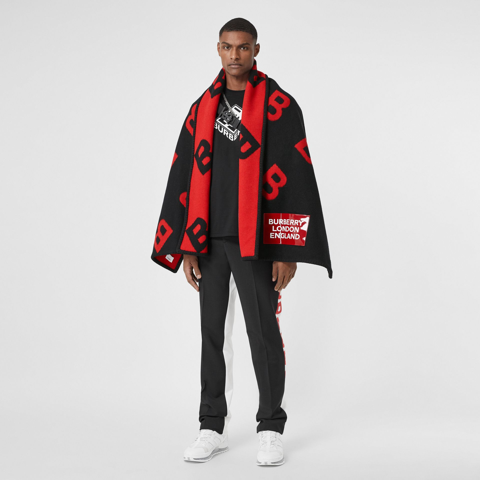 Reversible B Motif Wool Cashmere Blanket Cape in Black/bright Red | Burberry United States - gallery image 9