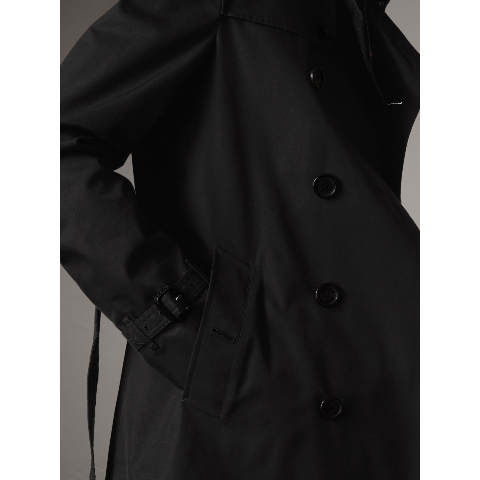 The Chelsea – Short Trench Coat in Black - Men | Burberry Singapore - gallery image 4