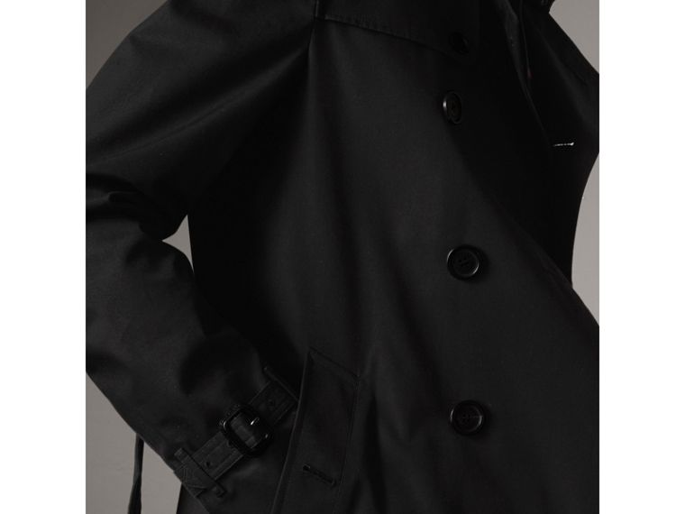 The Chelsea – Short Heritage Trench Coat in Black - Men | Burberry Canada - cell image 4