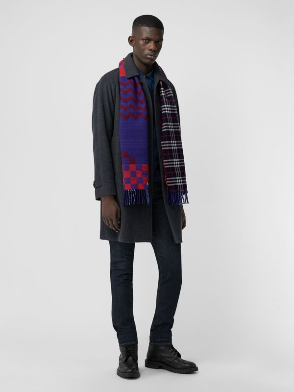 Reversible Graphic and Check Wool Cashmere Scarf in Navy | Burberry - cell image 3