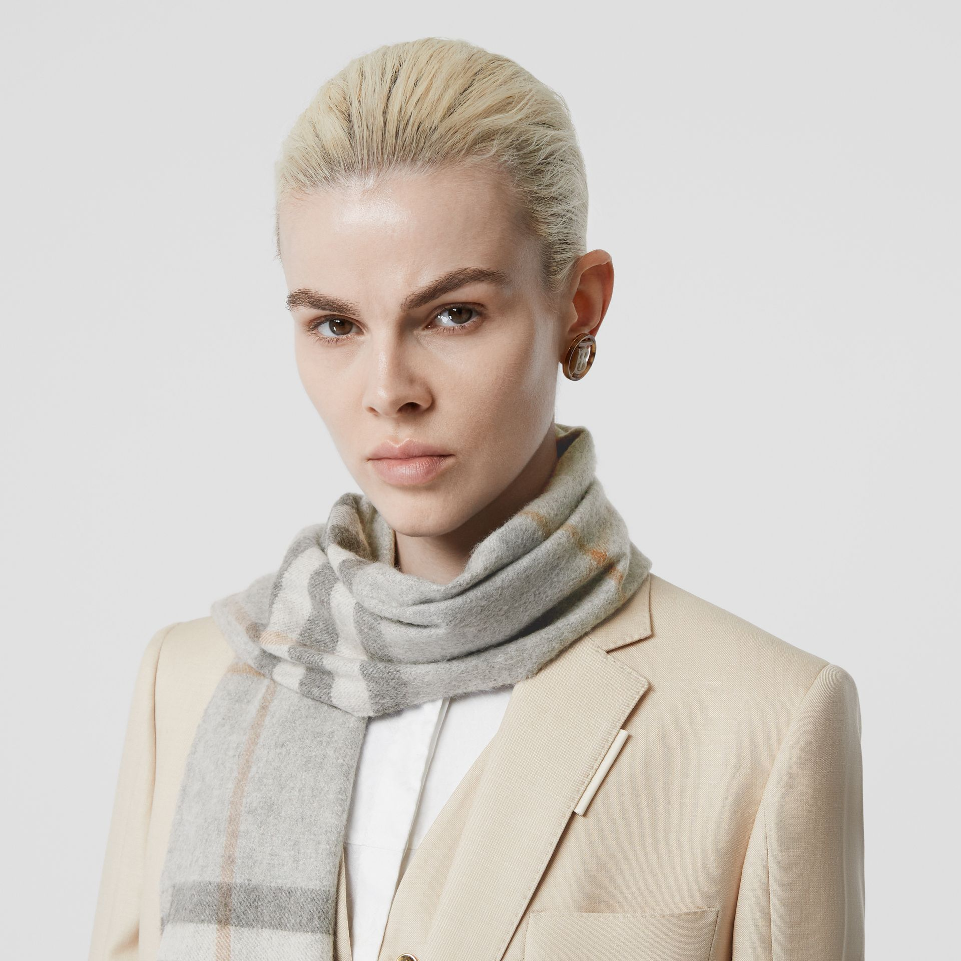 The Classic Check Cashmere Scarf in Light Grey | Burberry - gallery image 2