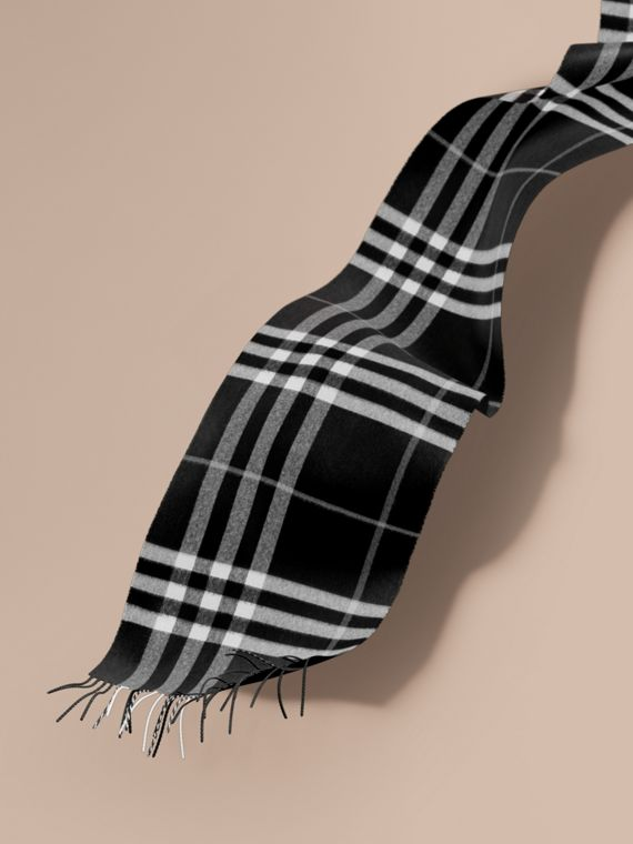 The Classic Cashmere Scarf in Check  in Black