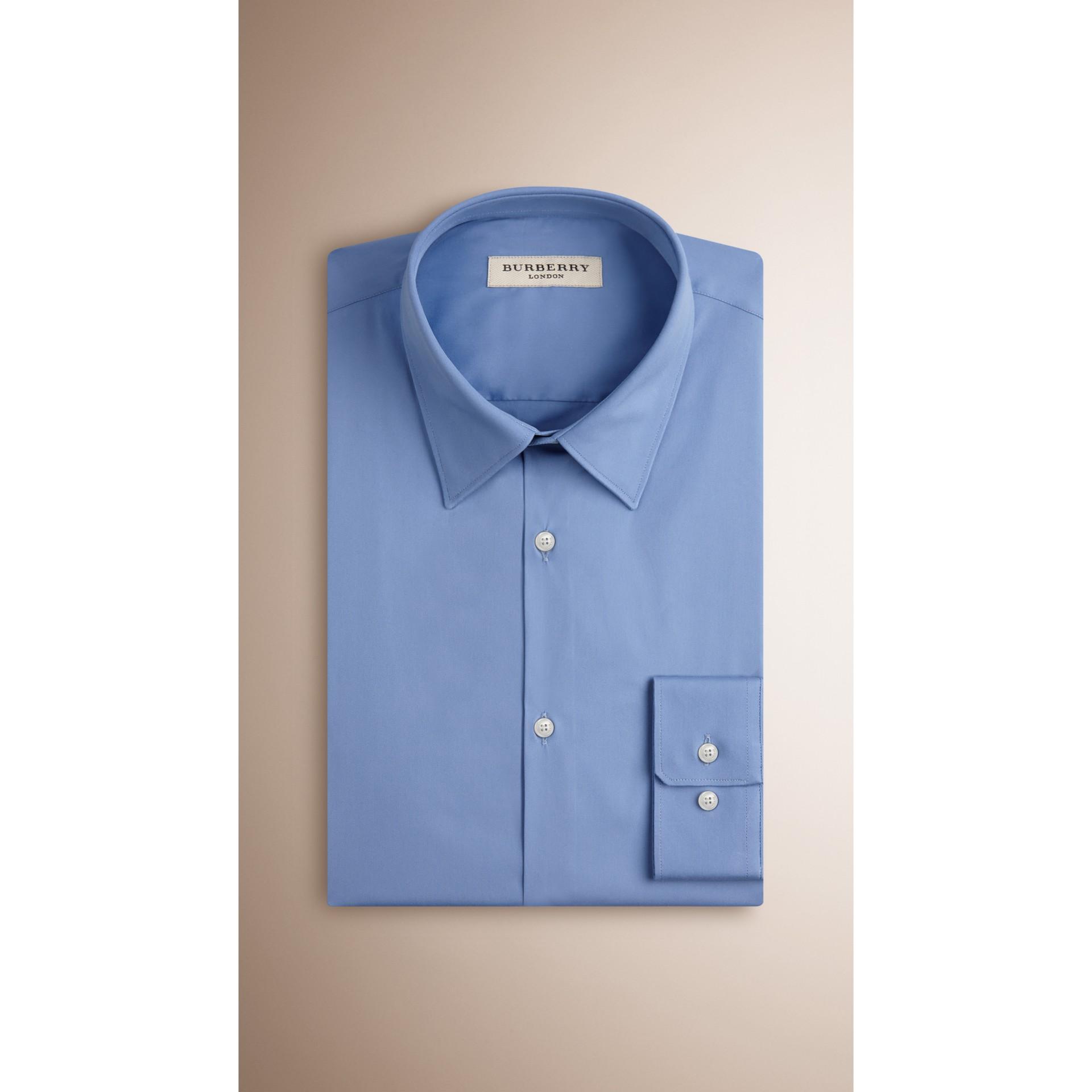 Camicia sfiancata in misto cotone stretch (Blu Medio) - Uomo | Burberry - immagine della galleria 3