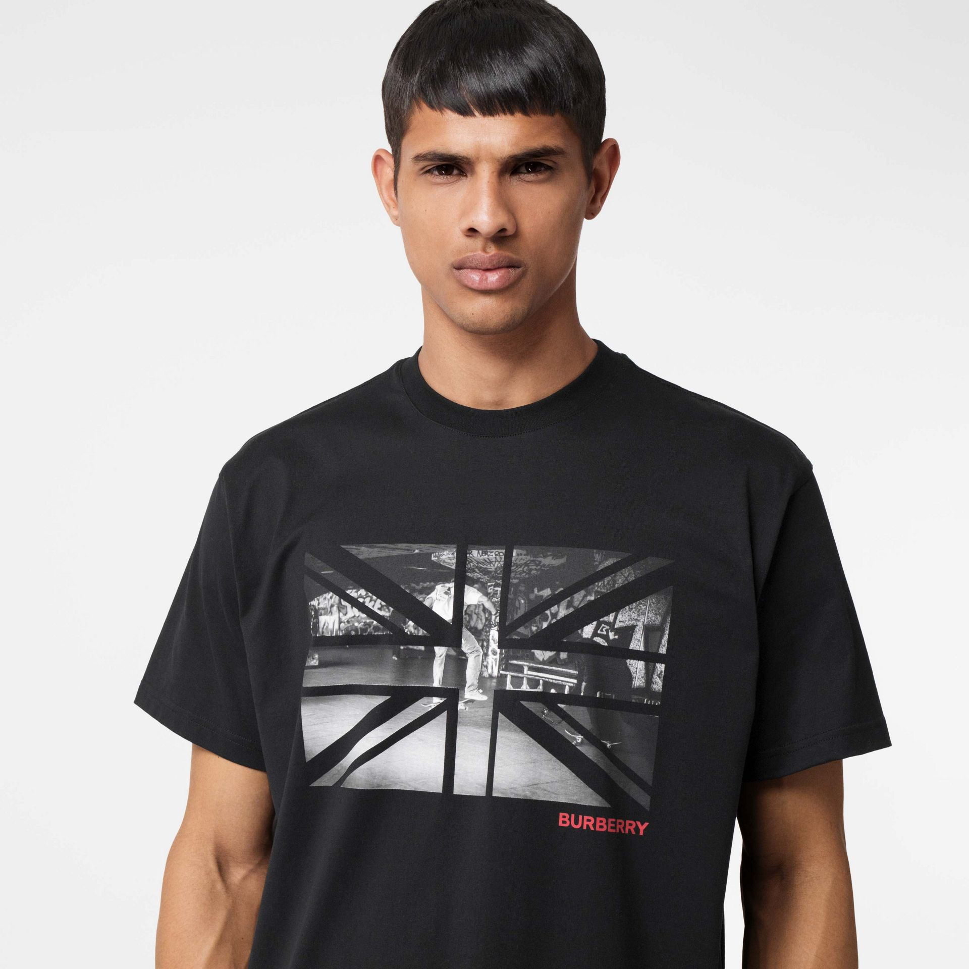Union Jack Photo Print Cotton Oversized T-shirt in Black - Men | Burberry - gallery image 1