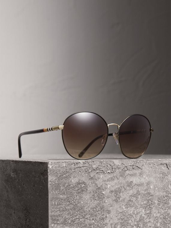 Sonnenbrille mit rundem Gestell und Karodetail (Schwarz)