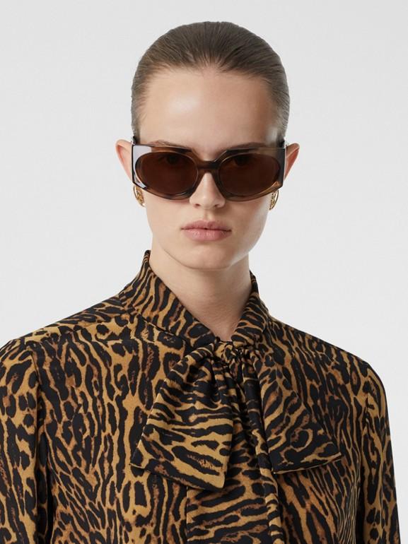 Blusa en gasa de seda con lazada al cuello y estampado estilo leopardo (Mostaza Oscuro) - Mujer | Burberry - cell image 1