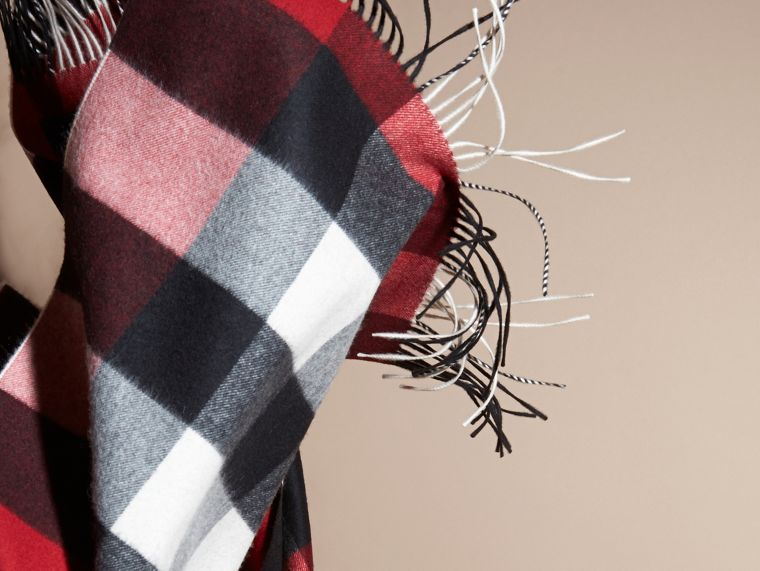 Oversize Check Cashmere Scarf in Parade Red | Burberry - cell image 4