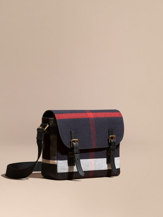 Bolso messenger en checks Canvas con detalle de piel