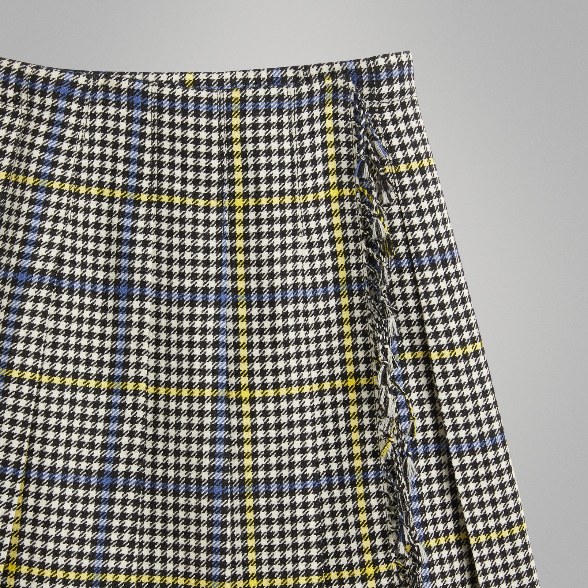 Fringe Detail Houndstooth Check Wool Kilt in Parchment | Burberry - gallery image 4
