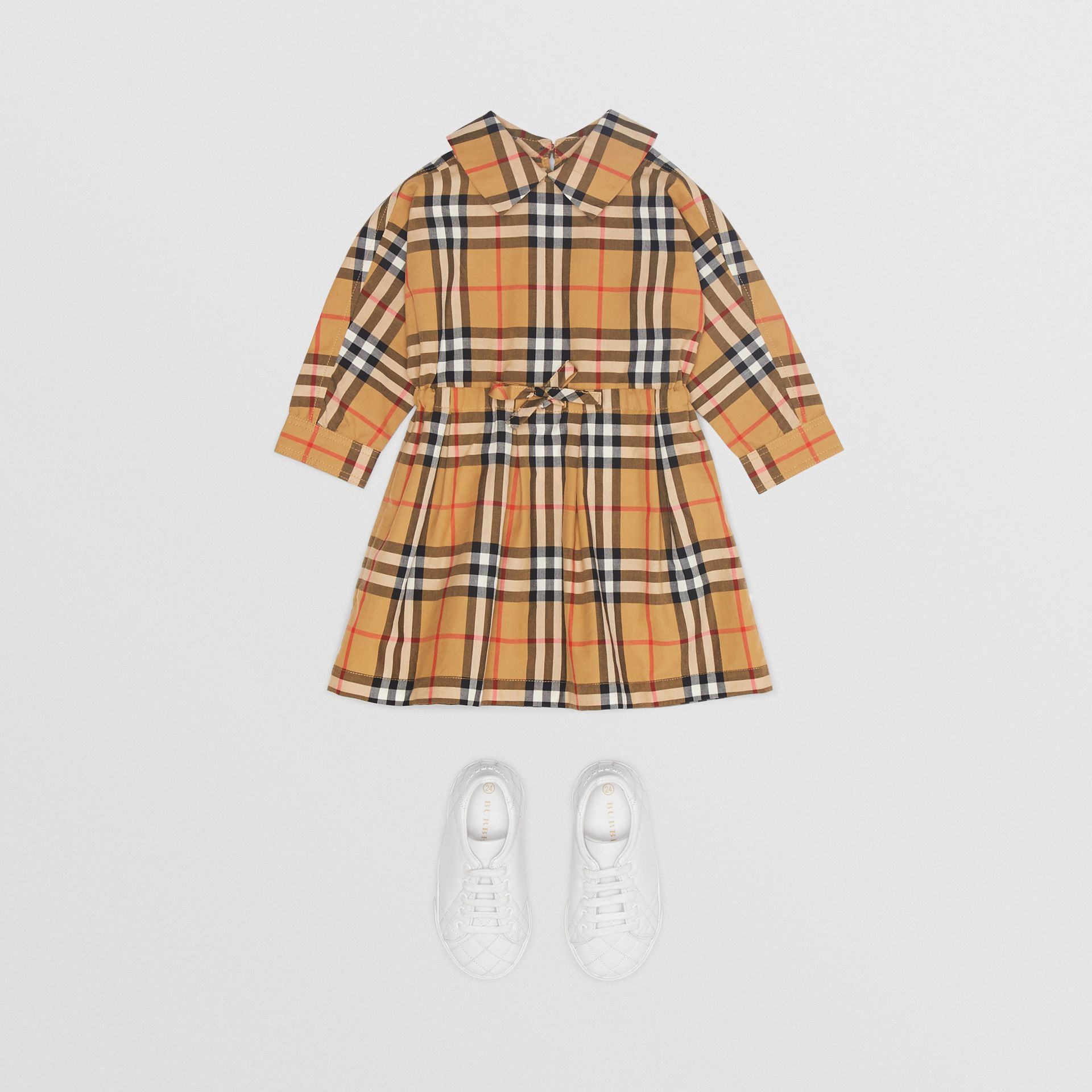 Robe à cordon de serrage en coton à motif Vintage check (Jaune Antique) - Enfant | Burberry Canada - photo de la galerie 2
