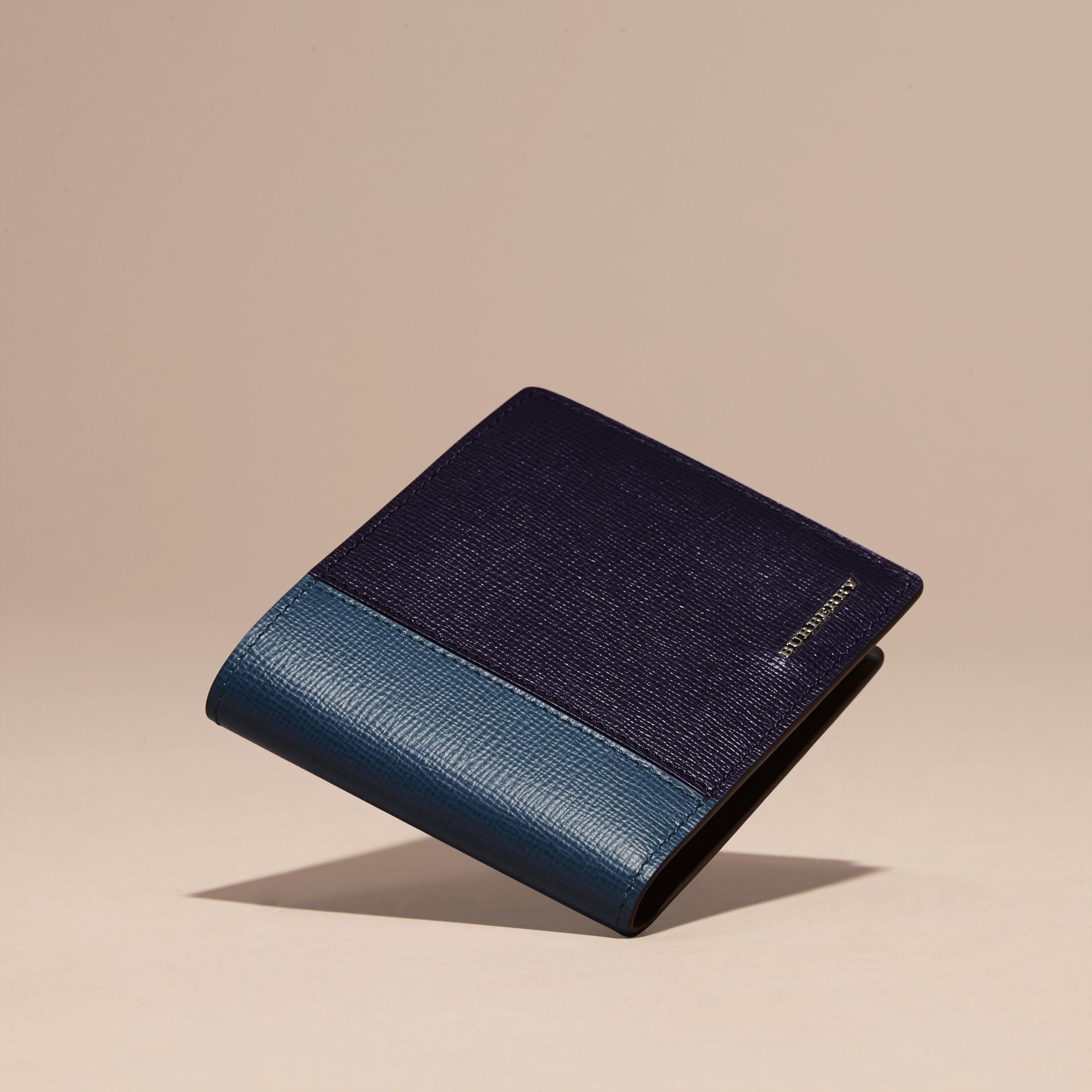 Navy scuro/blu minerale Portafoglio a libro in pelle London con inserti Navy Scuro/blu Minerale - immagine della galleria 3