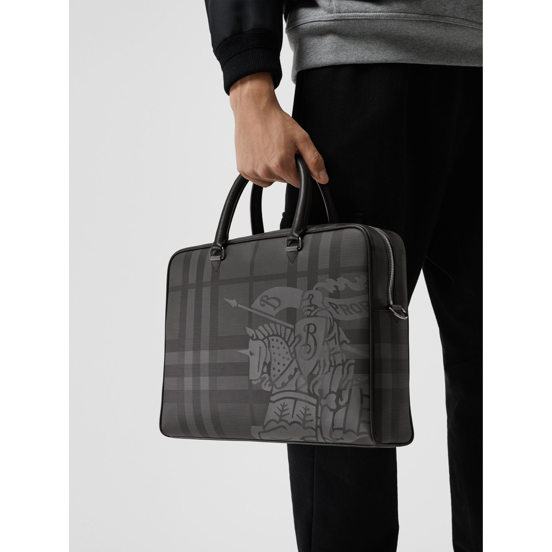 Attaché-case en cuir à motif London check et emblème du Cavalier (Anthracite/noir) - Homme | Burberry Canada - photo de la galerie 3