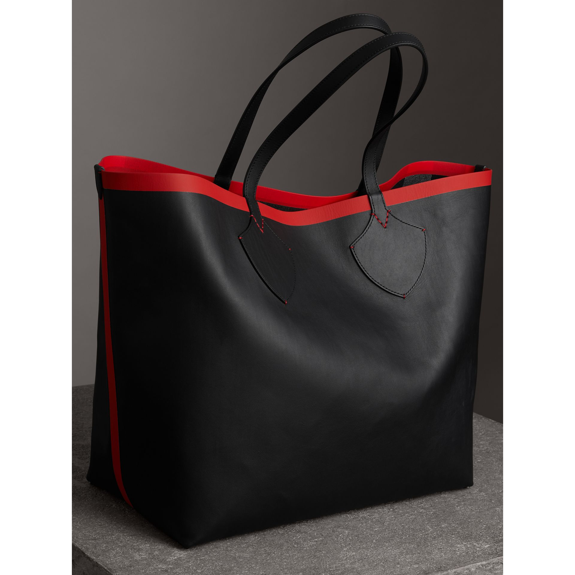 The Giant Reversible Tote in Canvas Check and Leather in Military Red/classic | Burberry Australia - gallery image 2