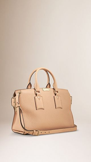 The Medium Clifton in Signature Grain Leather Pale Apricot