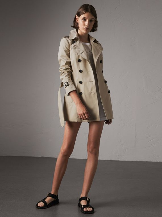 The Chelsea – Short Trench Coat in Stone