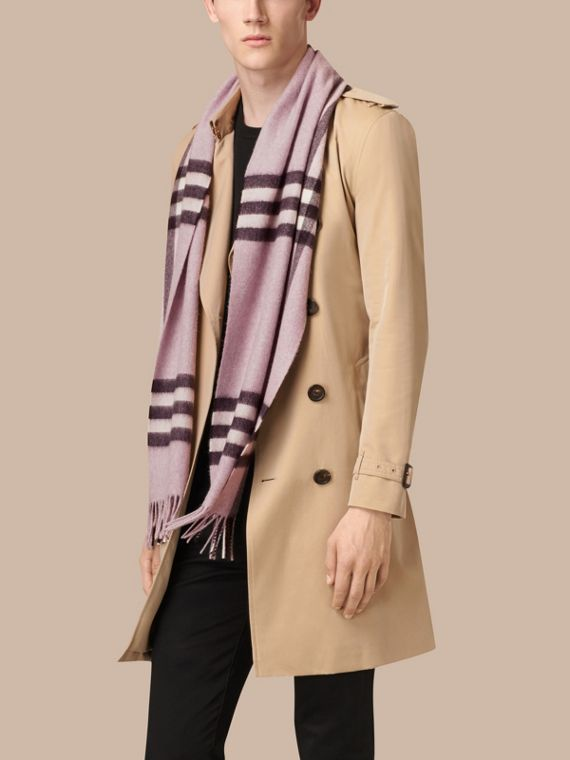 Dusty lilac The Classic Cashmere Scarf in Check Dusty Lilac - cell image 3