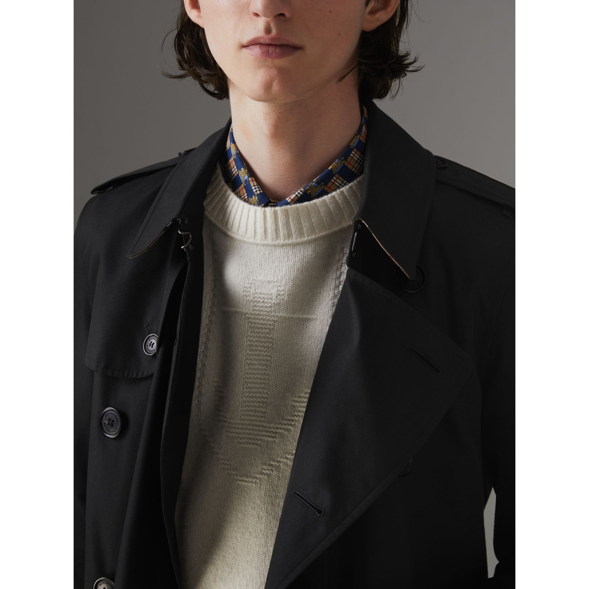 The Chelsea Heritage Trench Coat in Black - Men | Burberry United Kingdom - gallery image 5