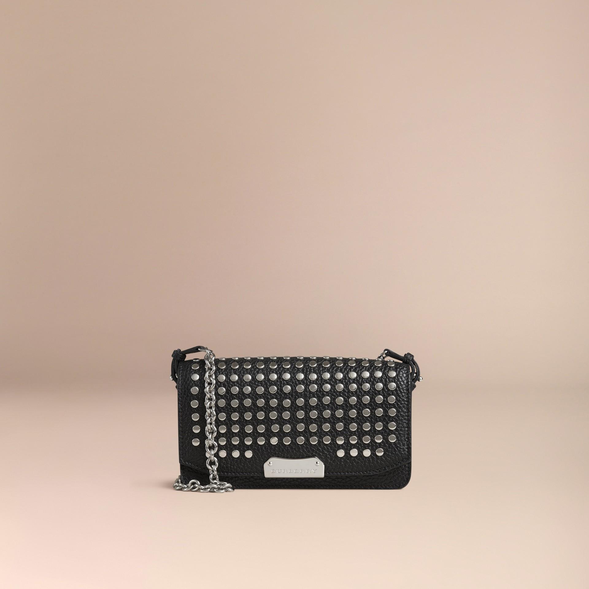 Negro Bolso de mano en piel con tachuelas y cadena - imagen de la galería 7