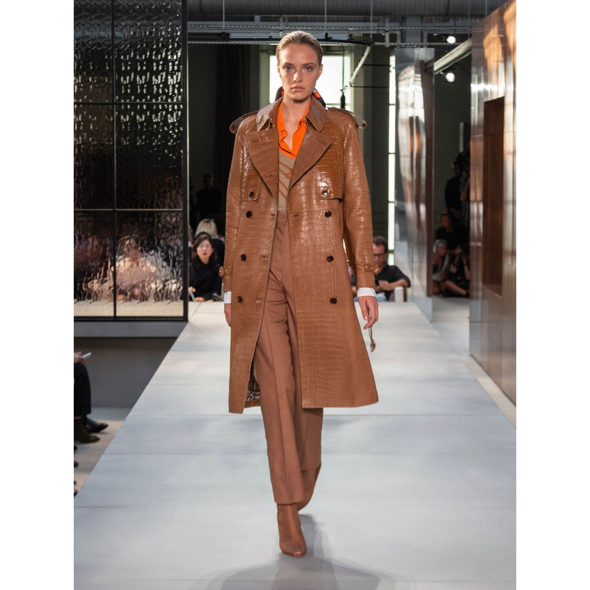 Trench coat in alligatore (Semi Di Lino) - Donna | Burberry - immagine della galleria 7