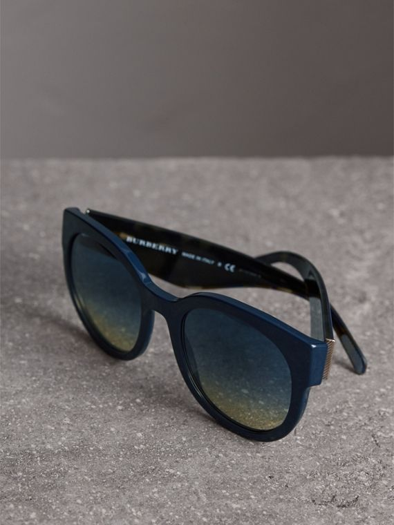 Round Frame Sunglasses in Navy - Women | Burberry Hong Kong - cell image 2