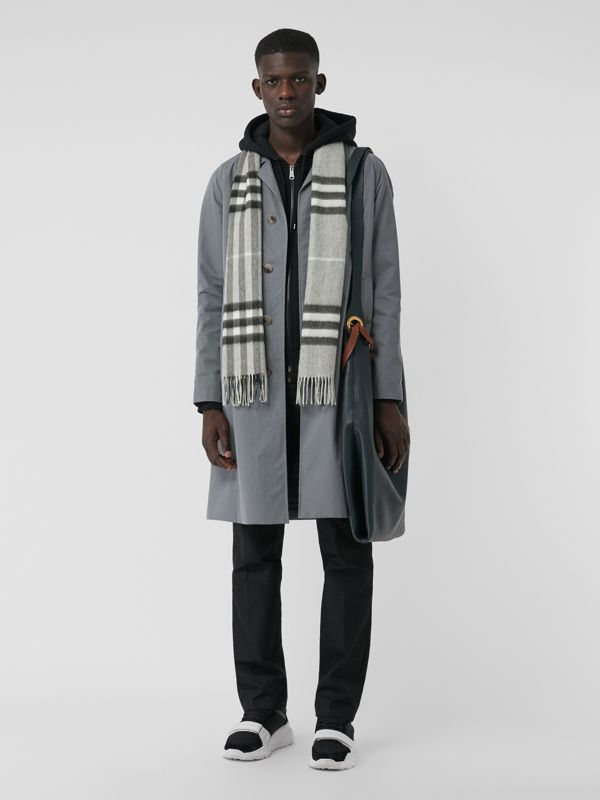 The Classic Check Cashmere Scarf in Pale Grey | Burberry Hong Kong - cell image 3