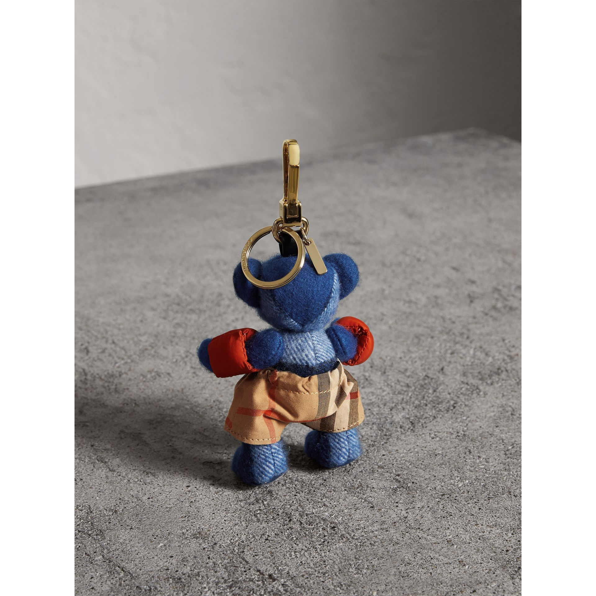 Bijou porte-clés Thomas Bear en tenue de plage (Bleu Officier) | Burberry - photo de la galerie 3