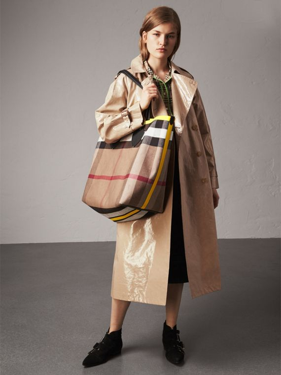 The Giant Reversible Tote in Canvas Check and Leather