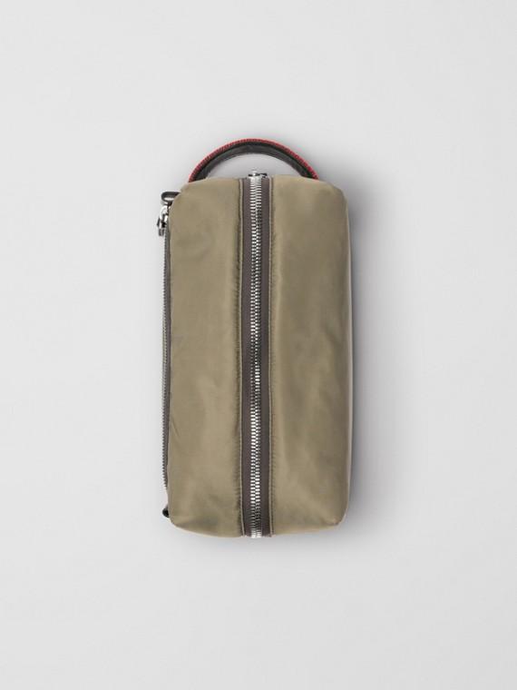 Bolsa pouch de couro e nylon com Equestrian Knight (Verde Celadônia)