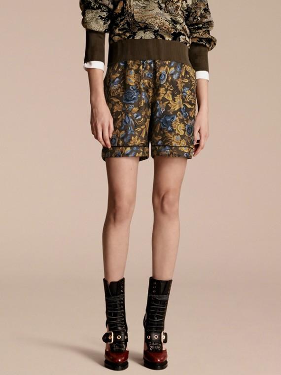 Short de style pyjama en soie à imprimé floral