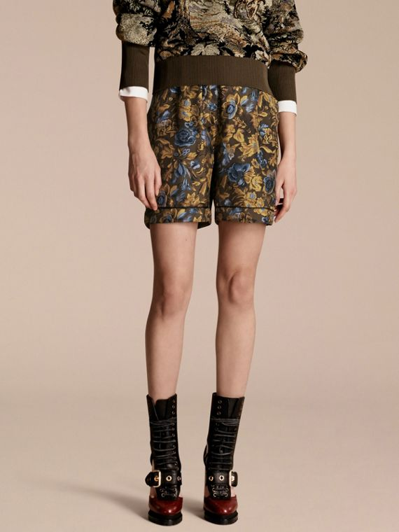 Shorts im Pyjamastil aus floraler Seide