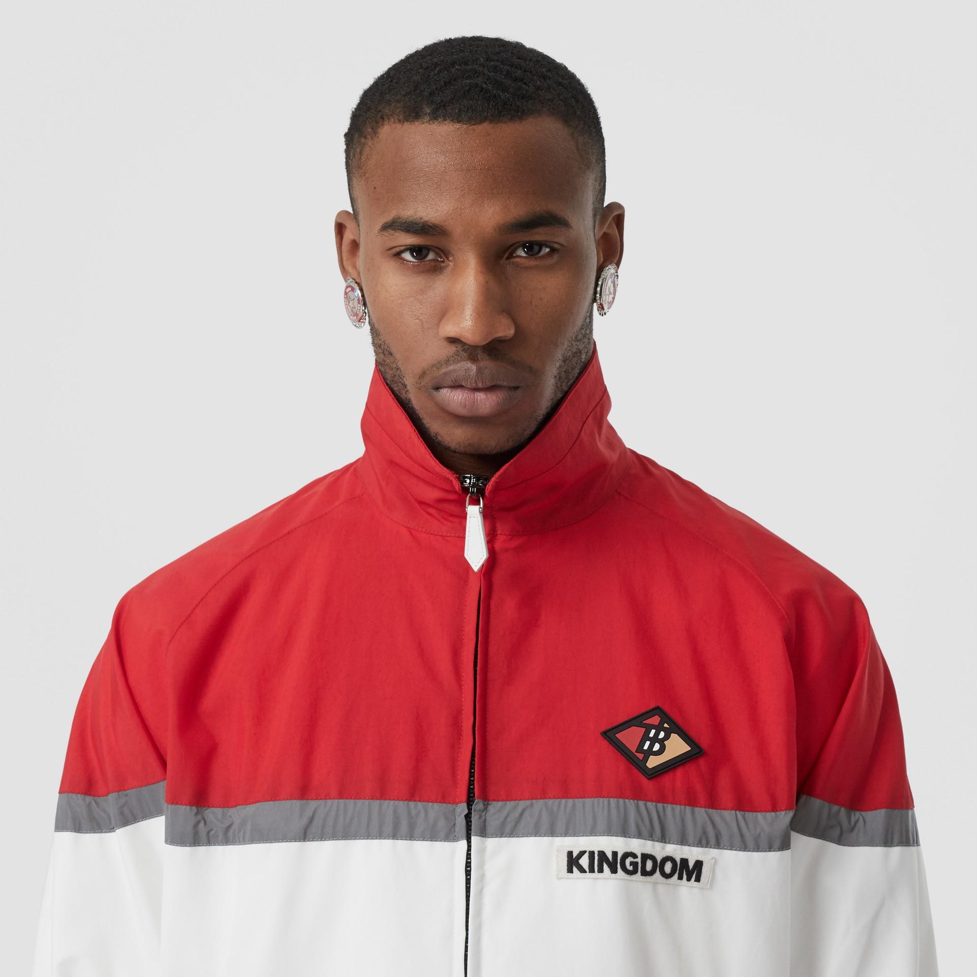 Giacca sportiva in nylon a righe con logo (Rosso Intenso) - Uomo | Burberry - immagine della galleria 5