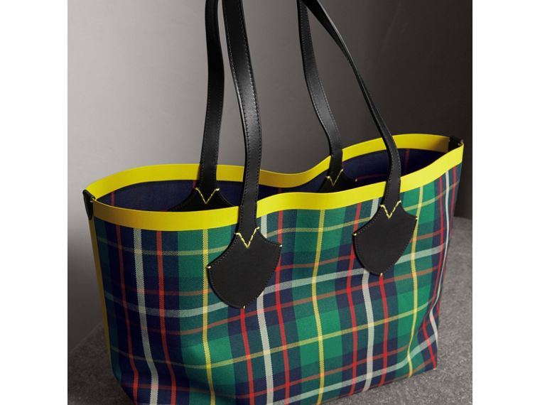 Borsa tote The Giant media double face in cotone con motivo tartan (Verde Foresta/navy Oltremare) | Burberry - cell image 4