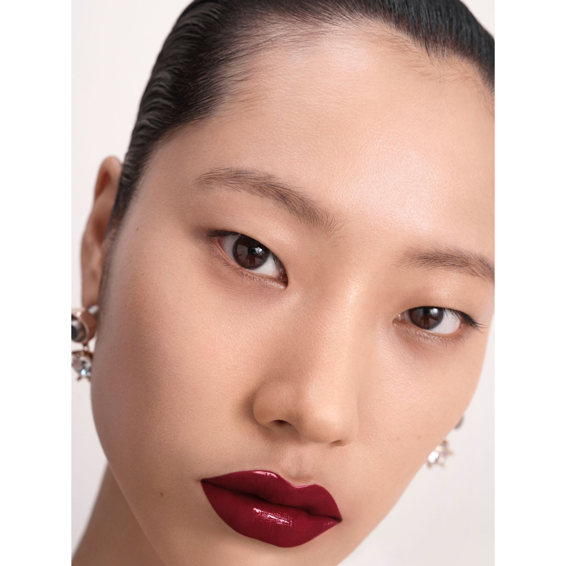 Burberry Kisses Lip Lacquer – Oxblood No.53 (Oxblood 53) - Femme | Burberry Canada - photo de la galerie 6