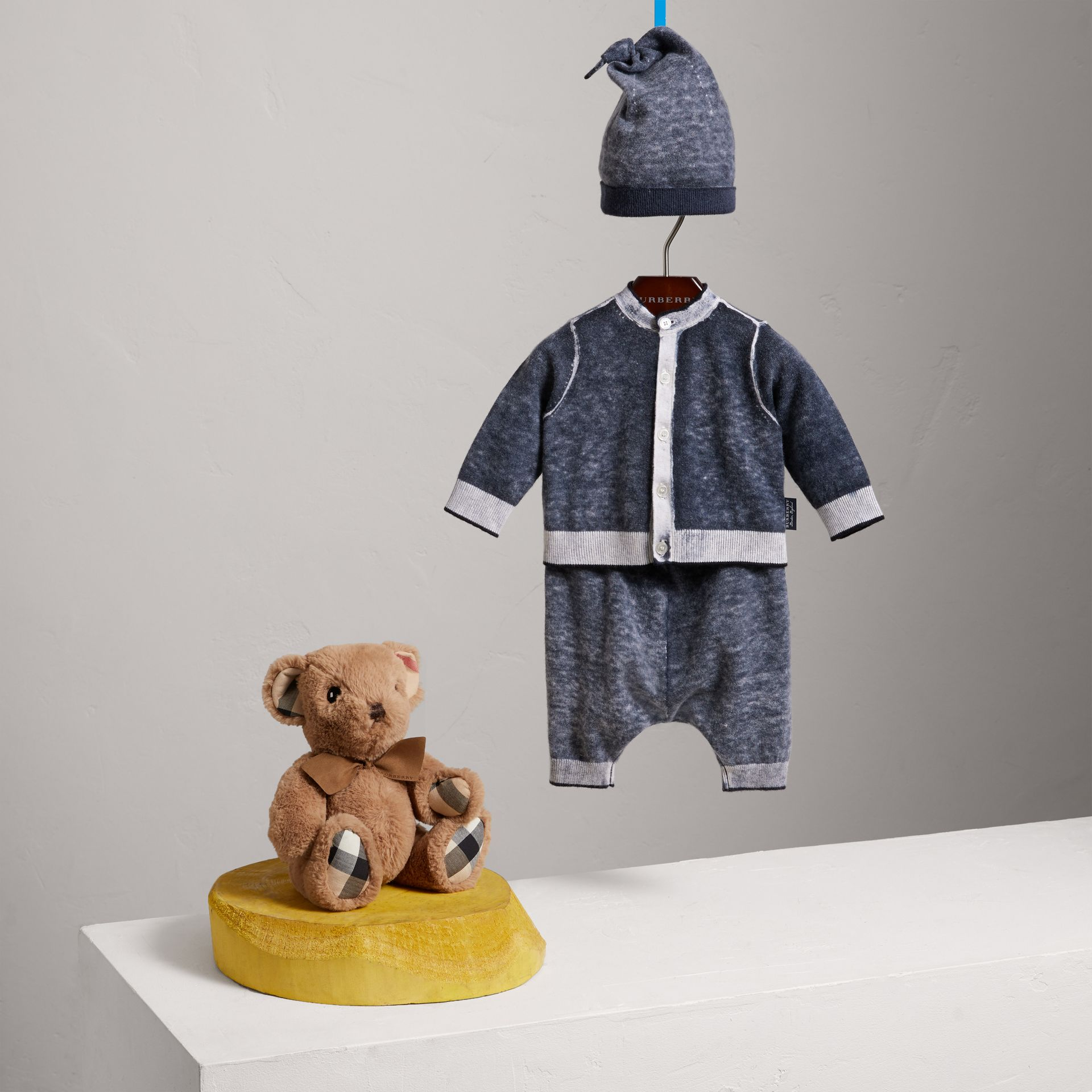 Cashmere Cotton Three-piece Baby Gift Set in Navy | Burberry - gallery image 0