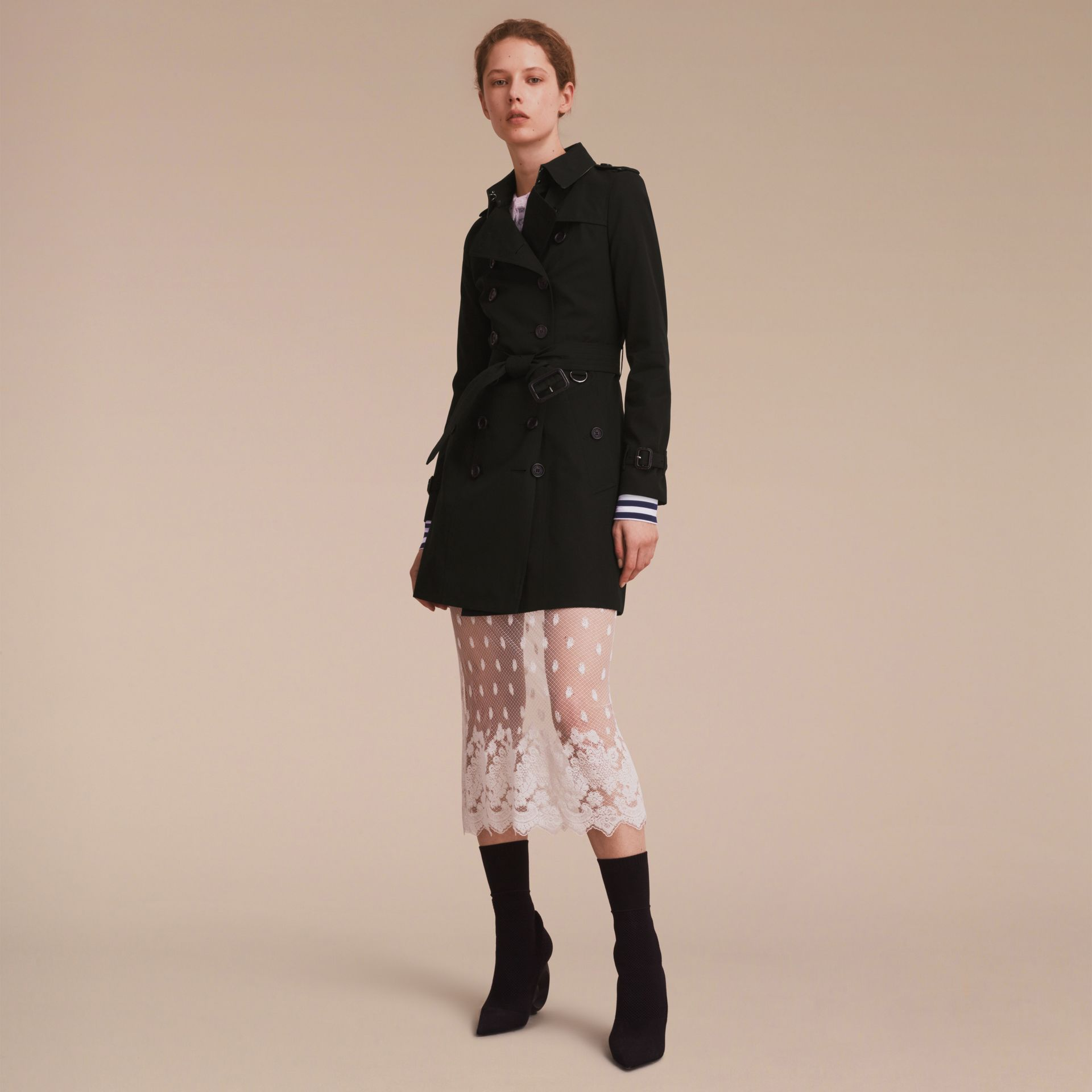 The Chelsea - Trench coat Heritage medio (Nero) - Donna | Burberry - immagine della galleria 1