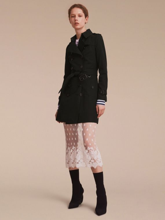 The Chelsea – Mid-length Heritage Trench Coat in Black - Women | Burberry Singapore