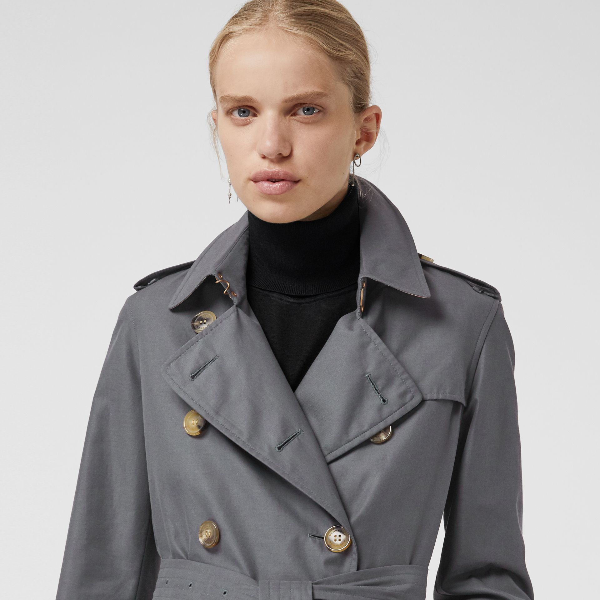 The Kensington Heritage Trench Coat in Mid Grey - Women | Burberry Canada - gallery image 5