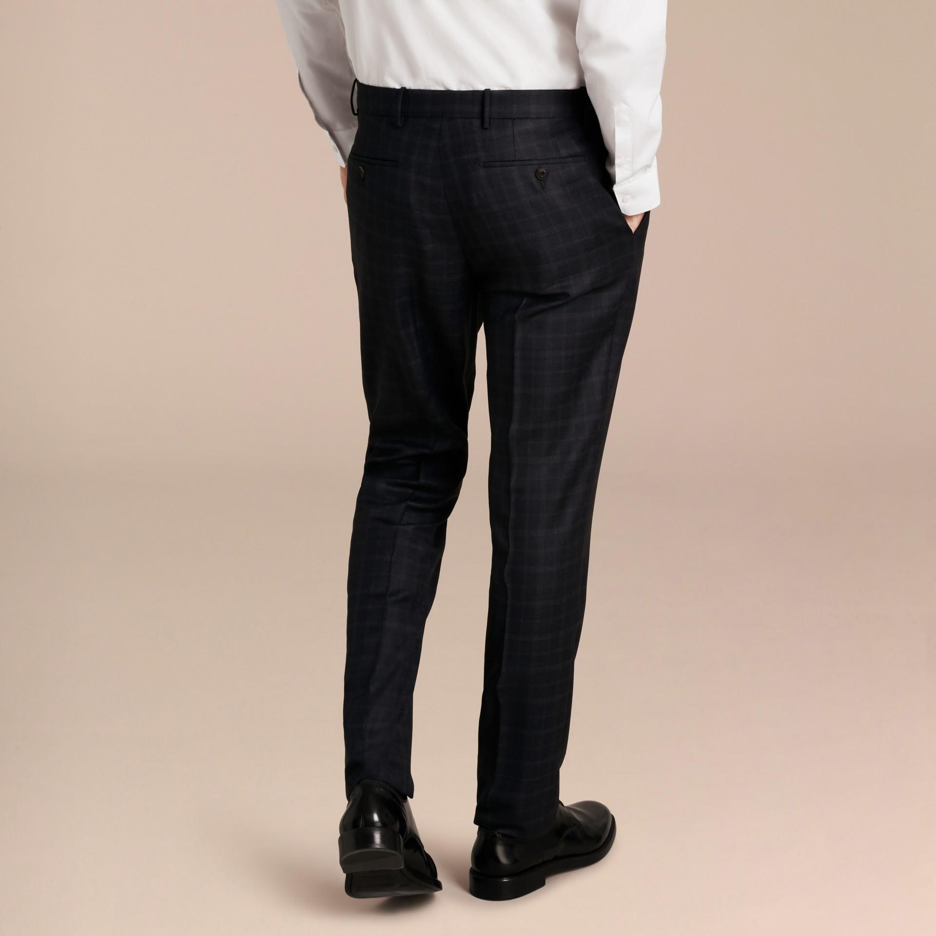 Encre Pantalon en laine de coupe slim à motif check - photo de la galerie 3
