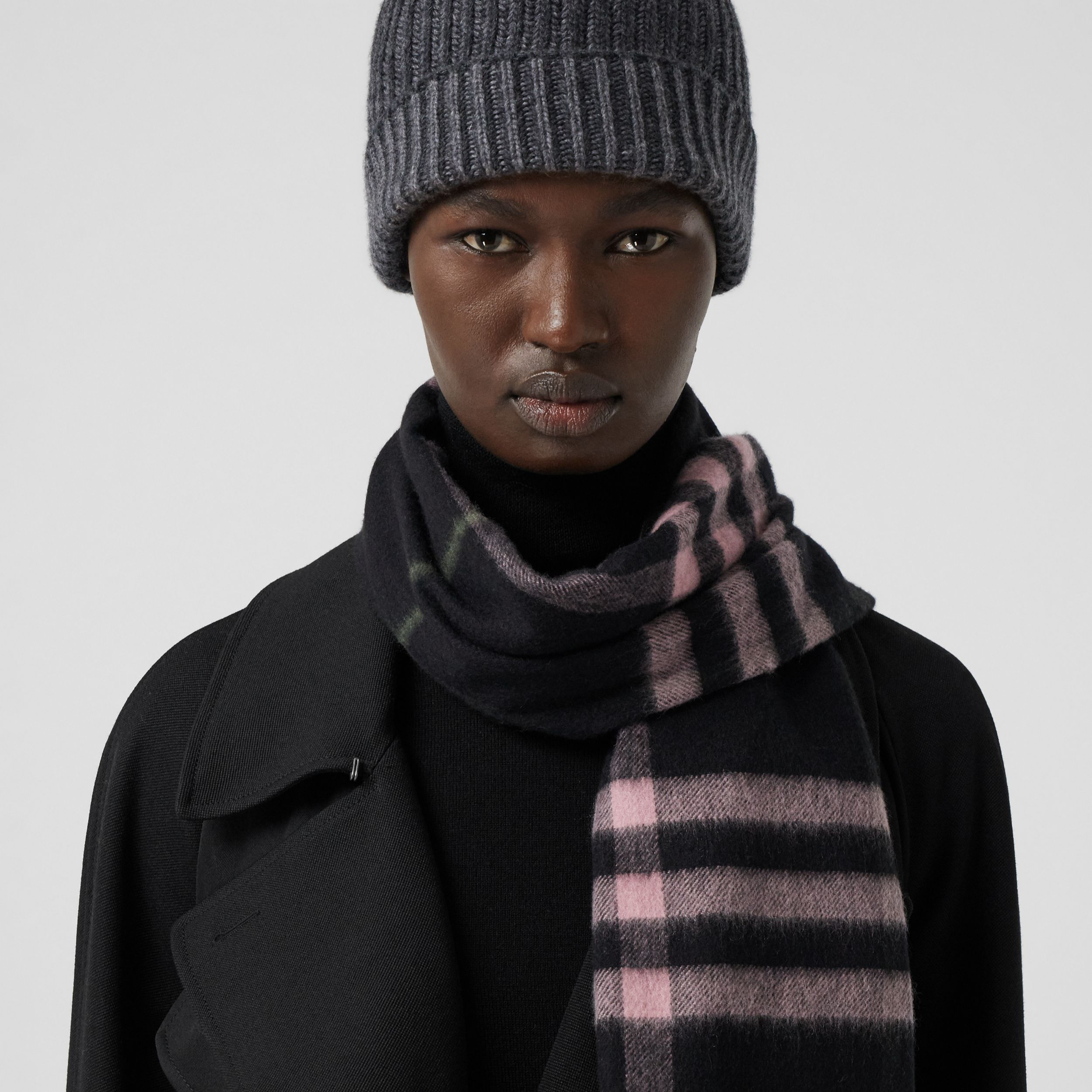 The Classic Check Cashmere Scarf in Black/peony Pink | Burberry - 3