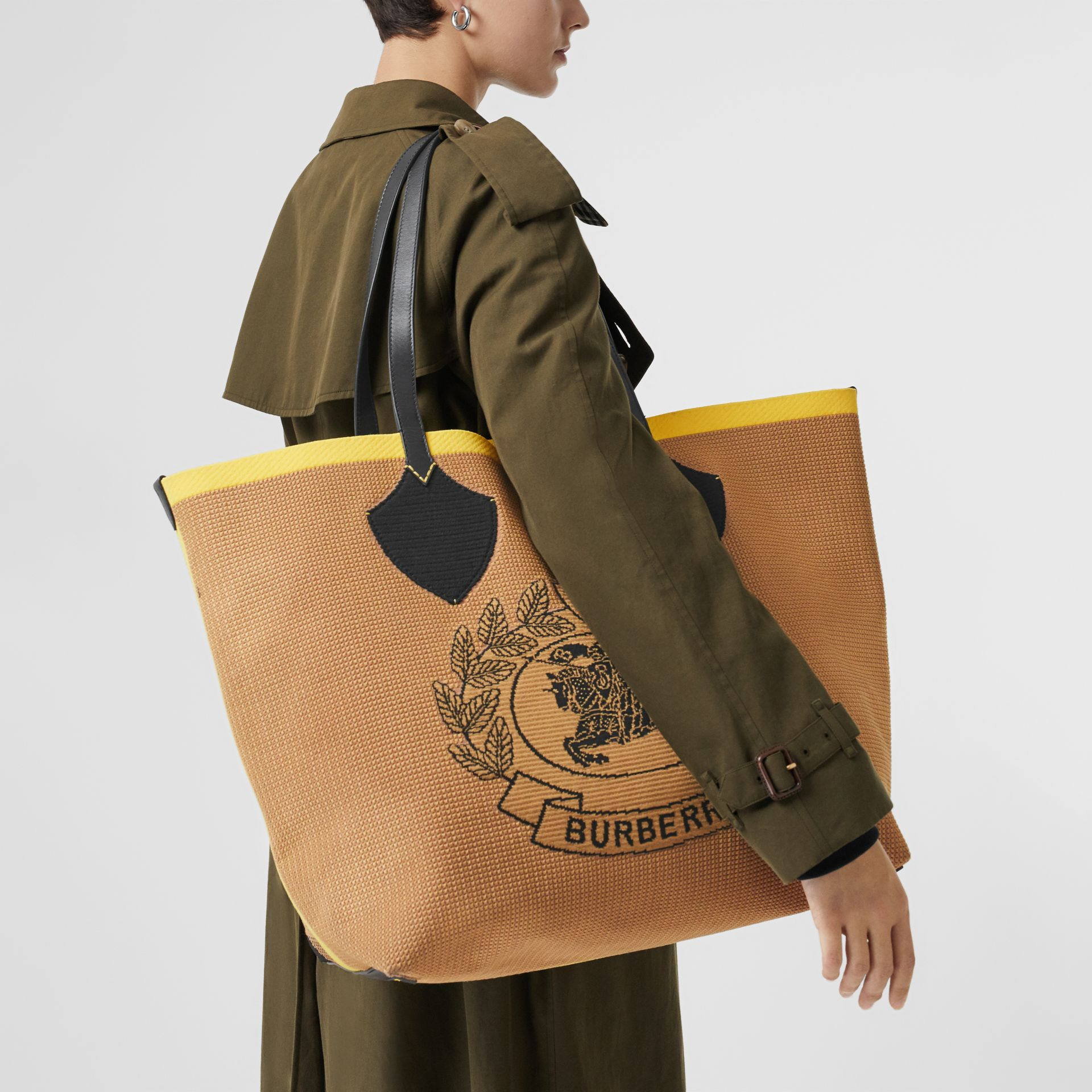 The Giant Tote in Knitted Archive Crest in Black/iris Yellow | Burberry Australia - gallery image 5