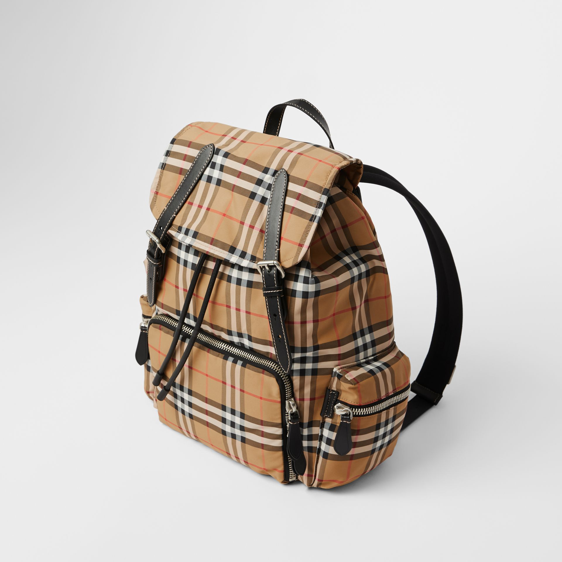 Grand sac The Rucksack en nylon à motif Vintage check (Jaune Antique) - Homme | Burberry - photo de la galerie 3
