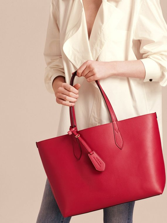 The Medium Reversible Tote in Haymarket Check and Leather Poppy Red - cell image 2