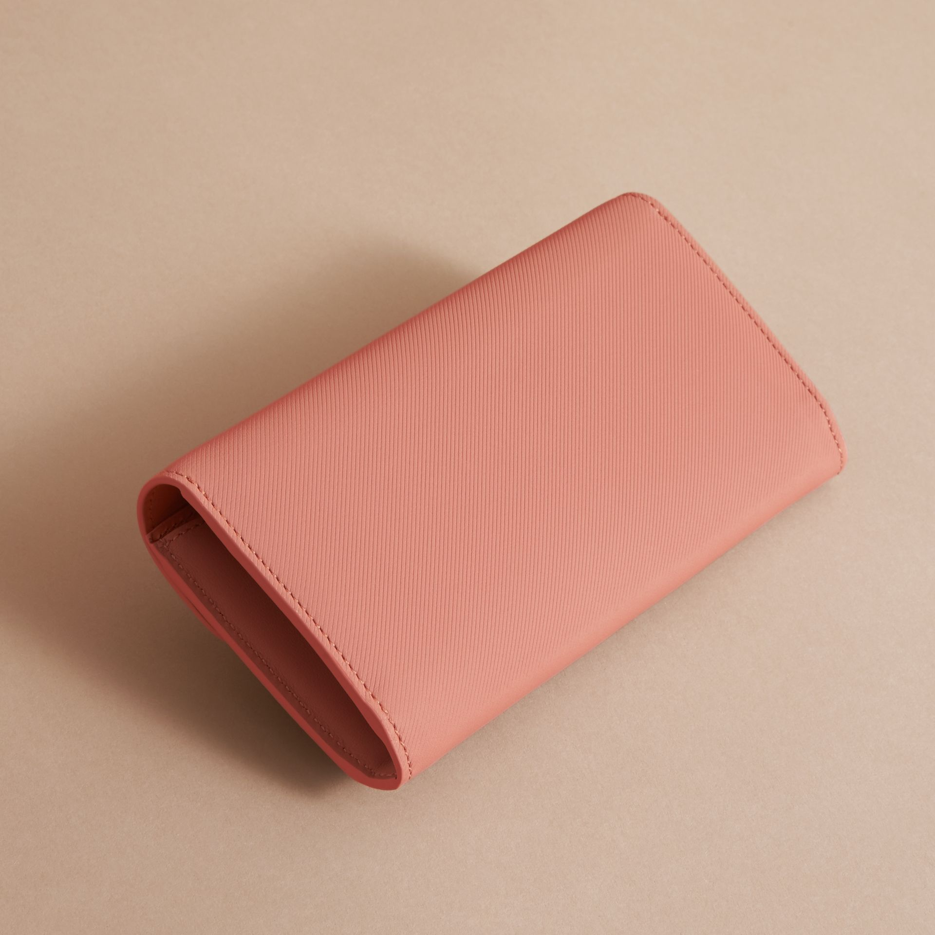 Two-tone Trench Leather Continental Wallet Ash Rose/pale Clementine - gallery image 3
