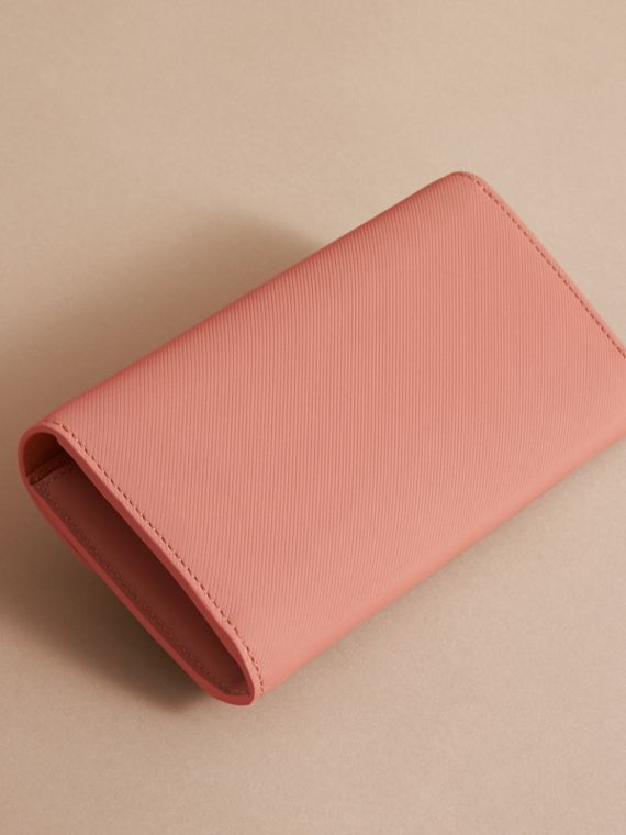 Two-tone Trench Leather Continental Wallet Ash Rose/pale Clementine - cell image 2